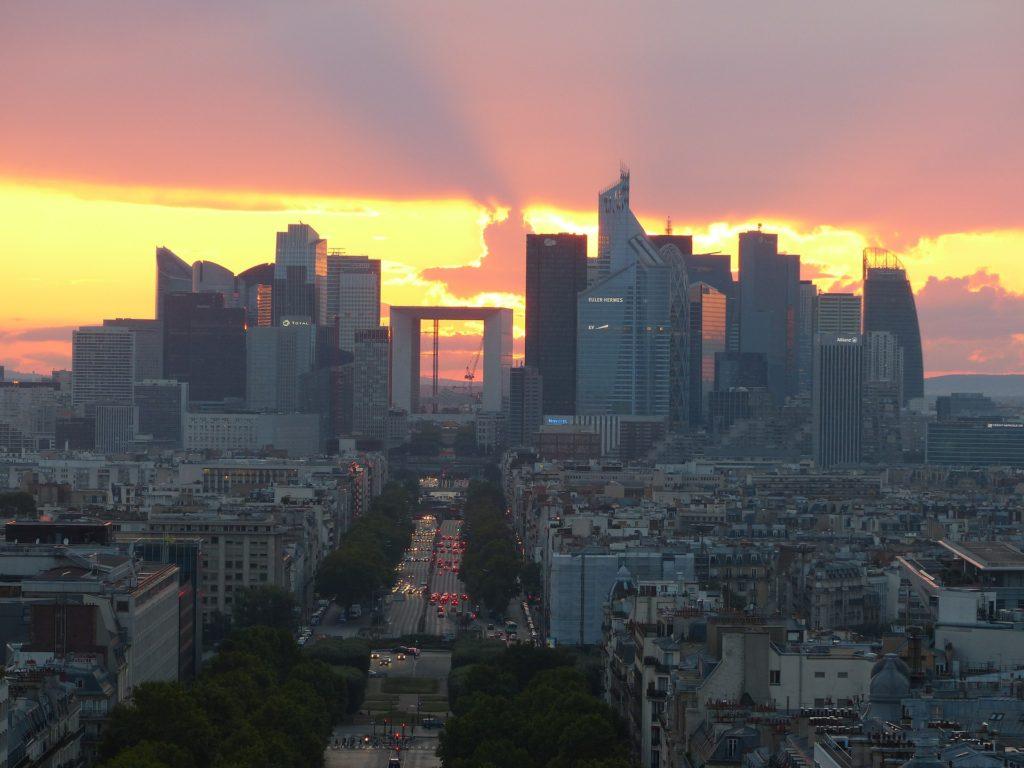La Défense à côté de Paris (ouest), centre d'affaires des grandes entreprises