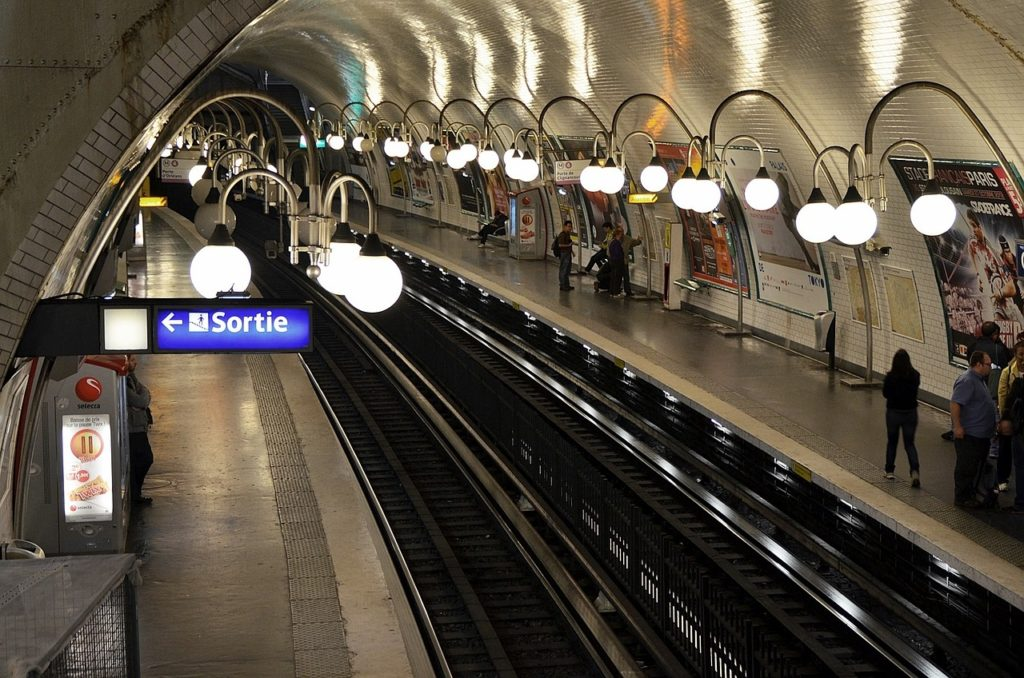 subway and RER A : 20 min. to Paris or La Défense